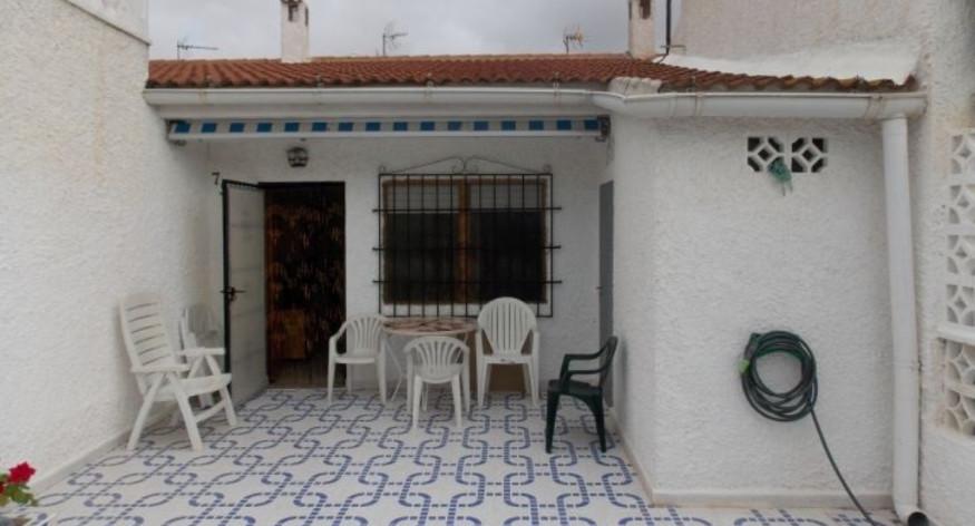 Levný dům 3+1 s možnosti parkování na vlastním pozemku, Torrevieja