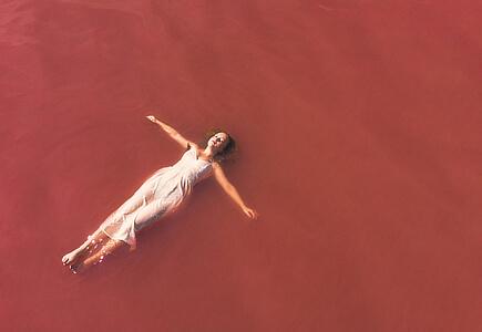 Koupání v Růžové laguně