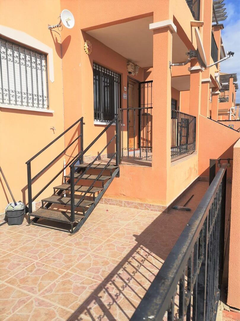 Prostorný apartmán  3+1 v urbanizaci s bazénem
