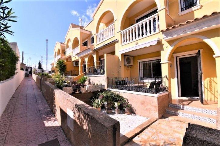 Řadový dům 3+1 v obytném komplexu ve Villamartin