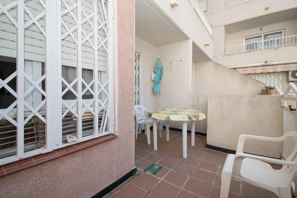 Útulné studio s terasou v blízkosti moře, Torrevieja, Španělsko