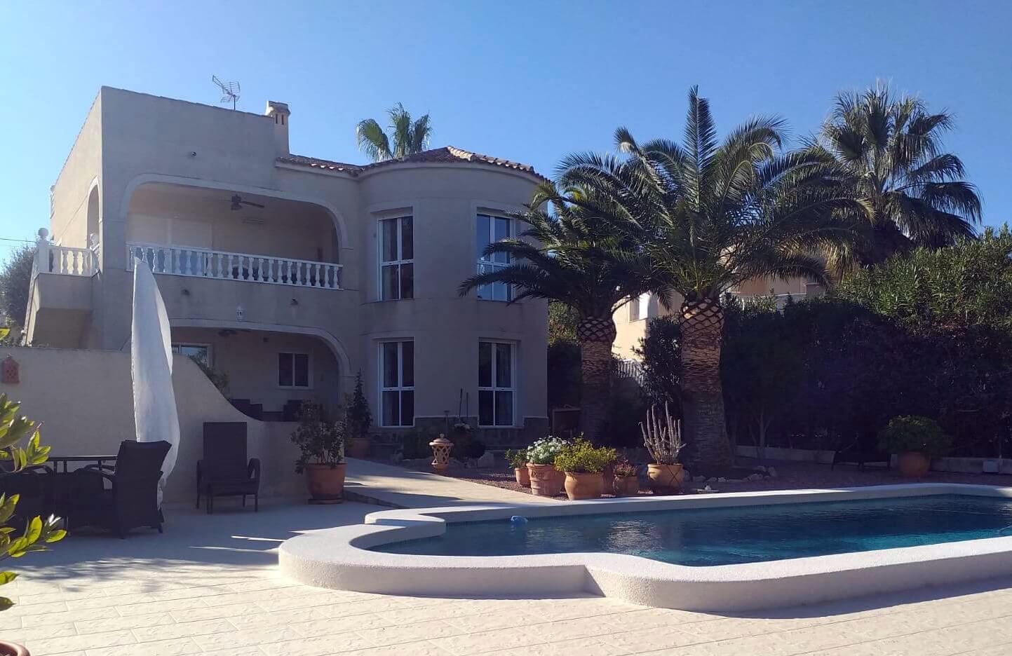 Luxusní vila v s bazénem